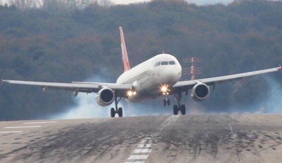 Ankara-Kars seferini yapan yolcu uçağı Erzurum'a iniş yaptı