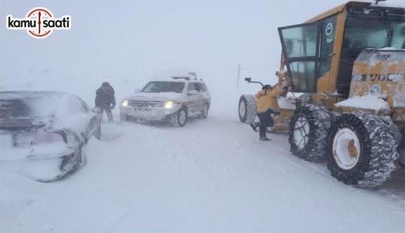 Doğu'da kar yağışı hayatı felç etti