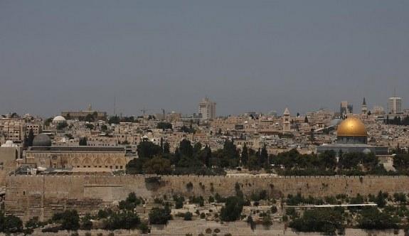 İsrail askerinden Mescid-i Aksa'ya baskın