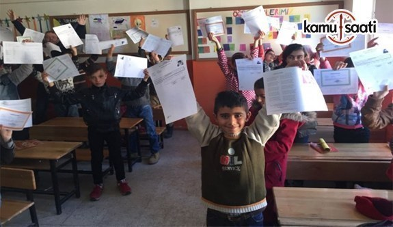 """Öğrencilere il kez karnenin yanında """"Sosyal Etkinlik Belgesi"""" verildi"""