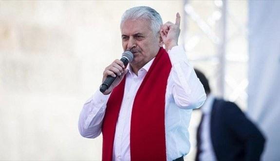 Başbakan Yıldırım: Bu seçim yapım ekibi ile yıkım ekibi arasında oluyor