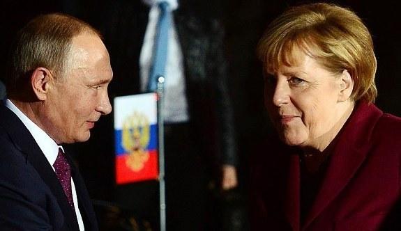 Putin ile Merkel görüştü! Suriye...