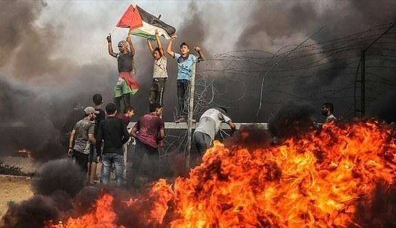 İsrail, Gazze Şeridi'ndeki gösterilerde biri çocuk iki Filistinliyi şehit etti