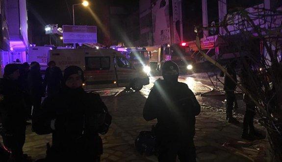 Ankara sitelerde bir mobilya atölyesinde yangın çıktı : EN AZ 5 KİŞİ ÖLÜ!