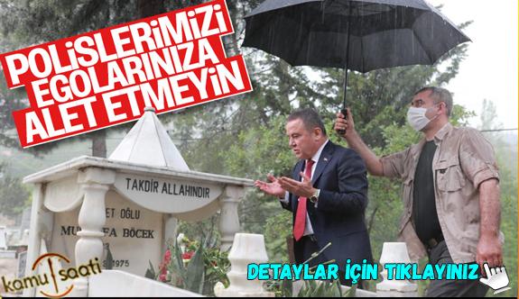 Antalya Büyükşehir Belediye Başkanı Muhittin Böcek şemsiyesini polise tutturdu! Polis Sırılsıklam Oldu