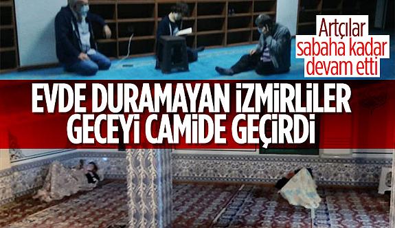 İzmir'Sokaklarda Sabahladı bazı depremzedeler geceyi camide geçirdi