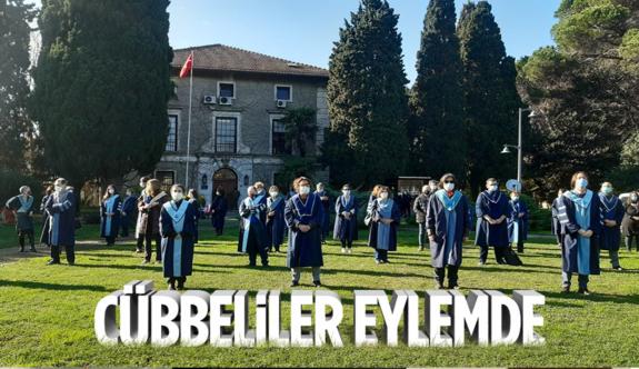 Boğaziçi Üniversitesi'nde akademisyenler, devir-teslim törenini protesto etti