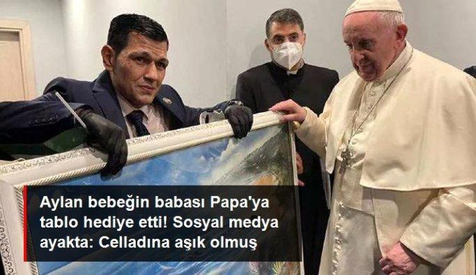 """Aylan bebeğin babasından Papa'ya sosyal medyayı ayağa kaldıran hediye! """"Celladına aşık olmuş"""" yorumları yapıldı"""