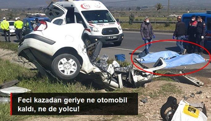 Otomobil yol kenarındaki menfeze çarptı: 3 ölü