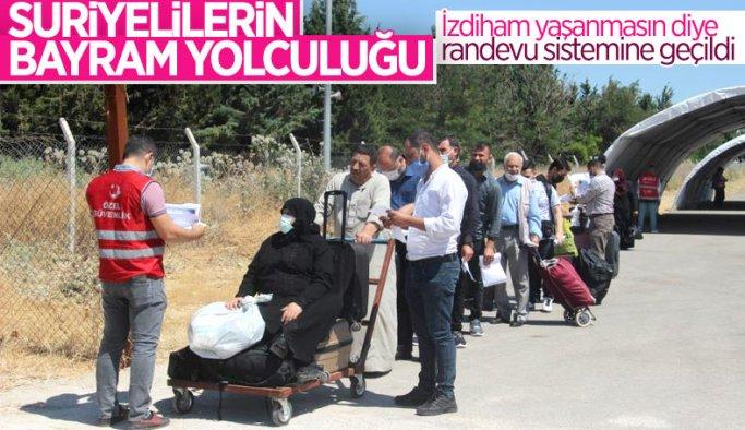 Suriyeliler bayram için Kilis'ten ülkelerine dönüyor