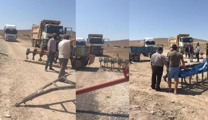 Köylü traktörlerle, pulluklarla yol kesti! İşte nedeni