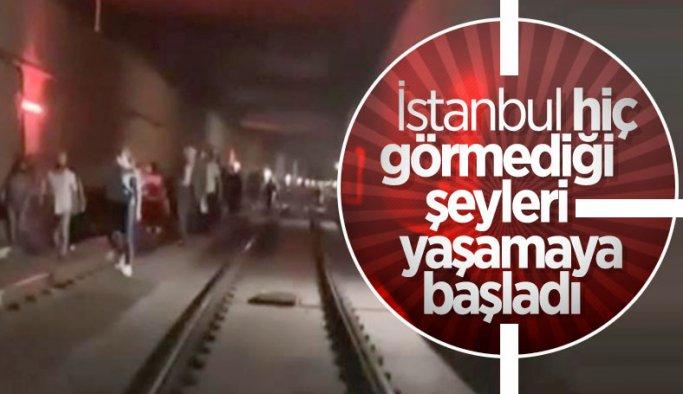 İstanbul'da tramvay arızası: Yolcular raylarda yürüdü