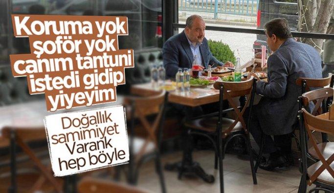 Korumasız şoförsüz gezen bir bakan: Mustafa Varank