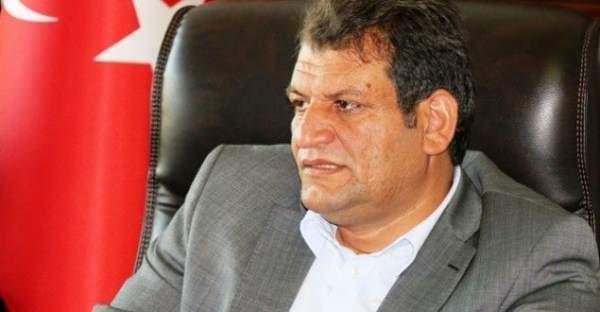 AK Parti'li Belediye Başkanı Abdulhakim Ayhan'ın aracına saldırı