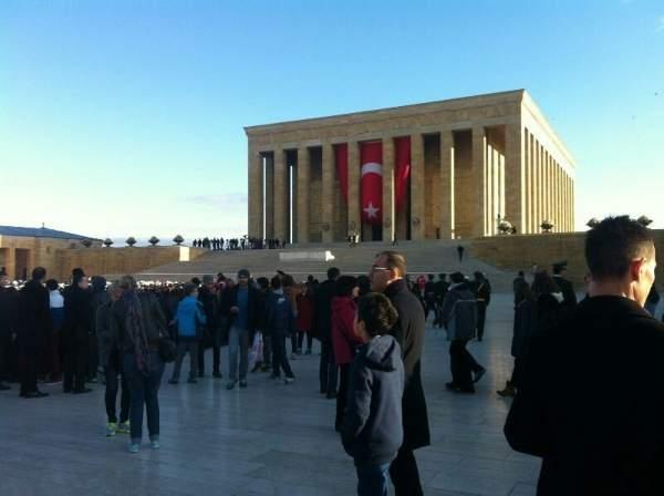 Anıtkabir ziyaretçi akınına uğruyor