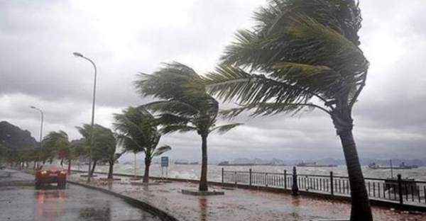 Antalya'da sağanak yağış şehri olumsuz etkiledi