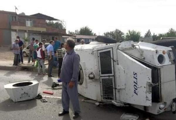 Diyarbakır'da Zırhlı Polis Aracının Devrilmesi Sonucu 3 Polis Yaralandı