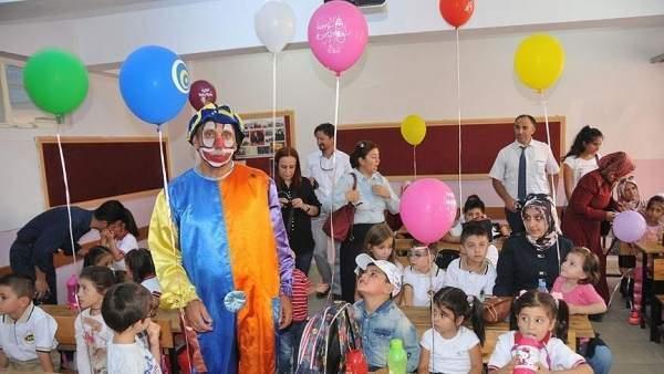 İdealist Öğretmen Çocukları Mutlu Etti