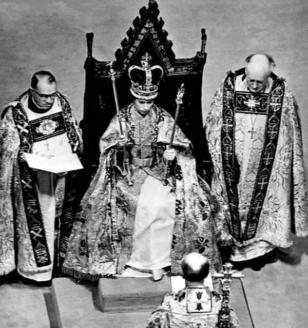 İngiltere Kraliçesi 63 Yıldır Tahtta