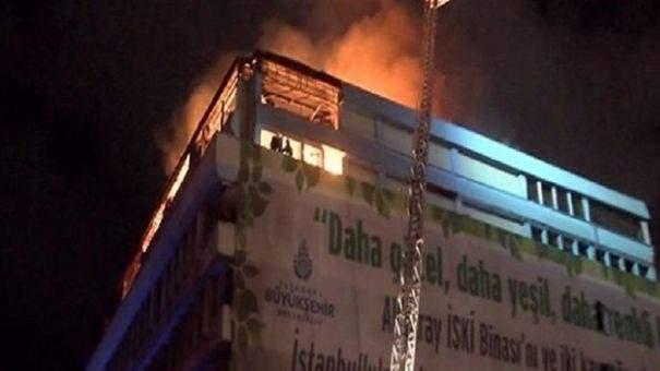 İstanbul\'da eski İSKİ binasında yangın çıktı