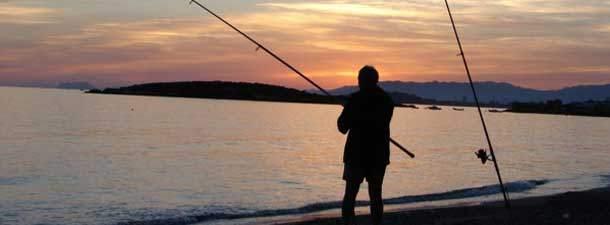 Marmara denizinde balığın azalma nedeni kıyıdan 3 tane balık tutan emekli!