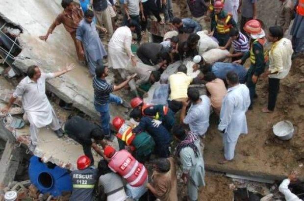 Pakistan\'da fabrika çöktü: 16 ölü, 70 yaralı