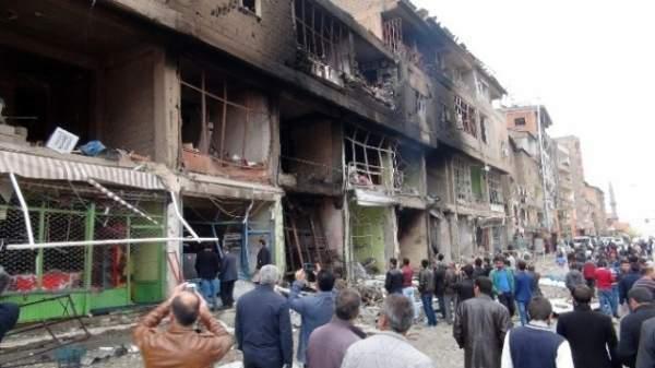 Şemdinli'deki bombalı saldırı ilçeyi harabeye çevirdi