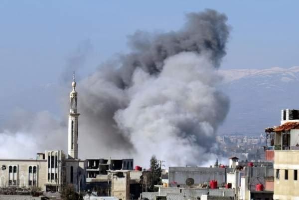 Suriye'de Sivil Yerleşim Yerlerine Varil Bombalı Saldırı