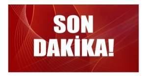 Trabzonspor Fenerbahçe maçında saha karıştı,  taraftar hakeme saldırdı