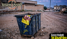 Suriye Tel Abyad'da Öcalan Posterleri Tek Tek Çöpe Atıldı