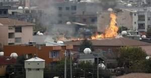 Cizre'de PKK'lılar 2 okulu ateşe verdi