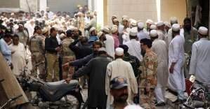 Pakistan'da bombalı saldırı: 10 ölü