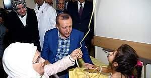 Erdoğan, Gaziantep'te yaralananları ziyaret etti