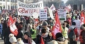 Almanya'da kamu çalışanlarından 'adil maaş' grevi