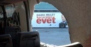 AKP'nin seçim otobüsüne saldırı