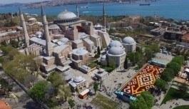 Dünya'nın en büyük 'canlı lale halısı' Sultanahmet Meydanı'nda