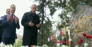 Erdoğan'dan Alparslan Türkeş'in mezarına sürpriz ziyaret