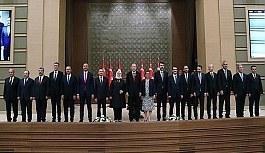 Cumhurbaşkanı Erdoğan yeni kabineyi açıkladı! İşte liste...