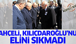 Devlet Bahçeli Şehit Cenazesinde El Uzatan Kemal Kılıçdaroğlu'nun Elini Sıkmadı