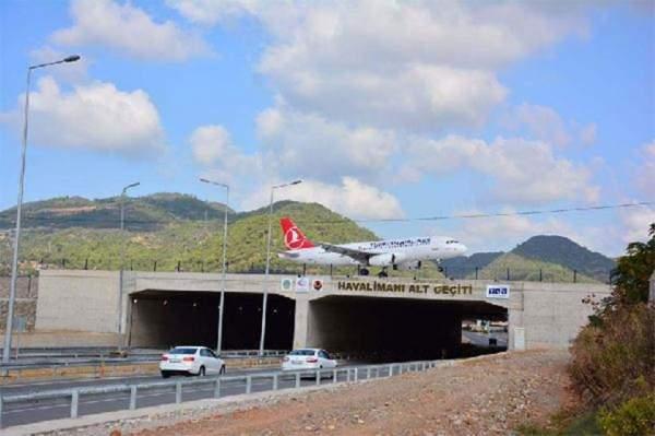 Türkiye'nin ilk karayolu üzerindeki havalimanı büyük ilgi gördü