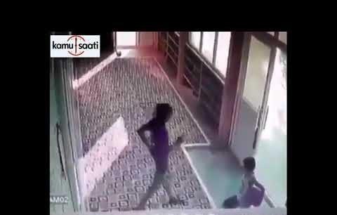 Sokakta Buldukları 100 Lirayı Camiye Bırakan Çocuklar